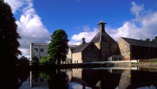 Destilería de whisky, en Escocia