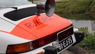 Porsche 911 Targa policía holandesa trasera
