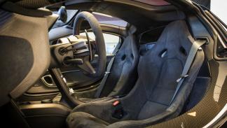 McLaren P1 negro brillante asientos