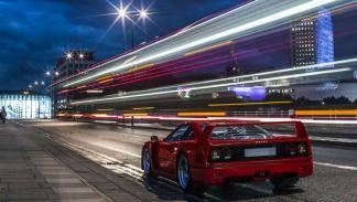 Ferrari F40 Personalizado tres cuartos traseros