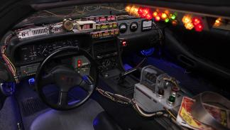 Máquina-del-tiempo-DeLorean-Regreso-Al-Futuro-interior