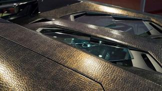 Aventador forrado de piel de lagarto detalle