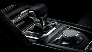 Audi R8 V10 negro cambio
