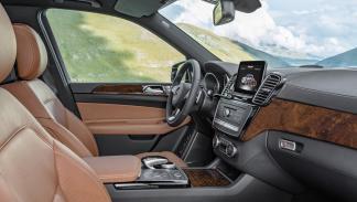 Mercedes GLS 2016 asientos delanteros