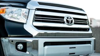 Toyota-Tundrasine-parrilla