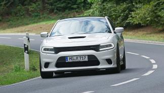 Dodge Charger Hellcat curva