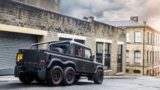 coches-amantes-exceso-Land-rover-defender-6x6-zaga