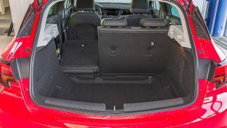 Opel Astra maletero