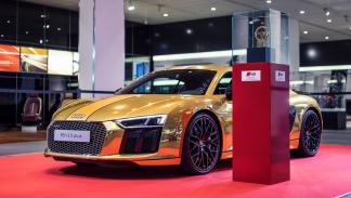 Audi R8 V10 2015 oro volante