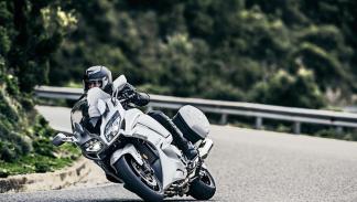 Yamaha-FJR-1300-2016-acción