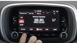 Radio del Sistema Uconnect.