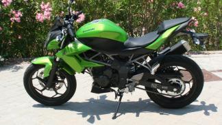 Prueba-Kawasaki-Z250-SL-lateral