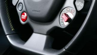 Ferrari F12 tdf  botón volante
