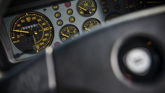 Lancia Delta Integrale HF Martini cuentakilómetros