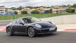Porsche 911 Carrera 4 foto frontal