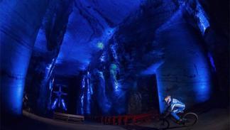 primer descenso subterráneo del mundo en bici2