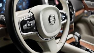 Volvo XC90 carretera volante