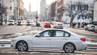 BMW 330e lateral