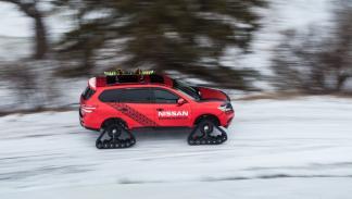 Nissan pathfinder sobre nieve
