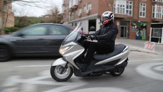Prueba-Suzuki-Burgman-125-ABS-acción