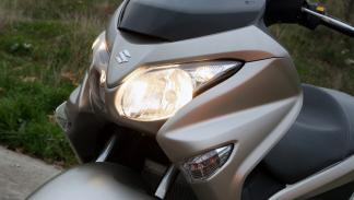 Prueba-Suzuki-Burgman-125-ABS-luces