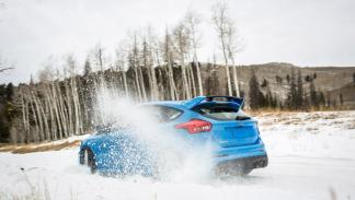 Ford Focus RS 2016 con Winter Pack tres cuartos traseros