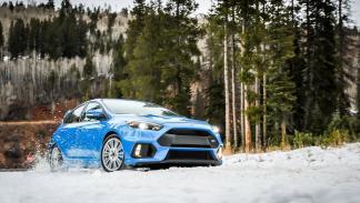 Ford Focus RS 2016 con Winter Pack tres cuartos delanteros
