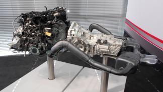 Motor del Porsche 718 Boxster con el escape deportivo
