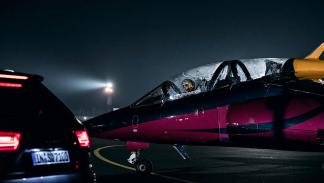 1 Audi SQ7 contra un avión a reacción