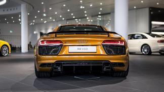 Audi R8 V10 plus personalizado por Audi Exclusive trasera