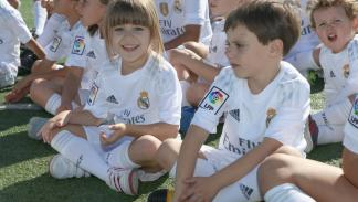 niños y jugadores del Real Madrid