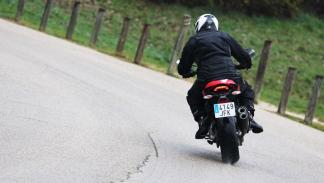 Prueba-Ducati-Monster-821-Stripe-2016-trasera