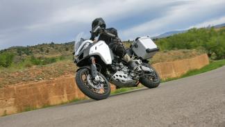 Ducati-Multistrada-1200-Enduro-accion 2