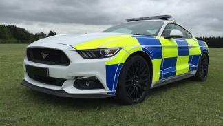 Ford Mustang Policía británica morro