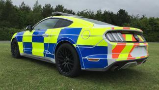 Ford Mustang Policía británica zaga