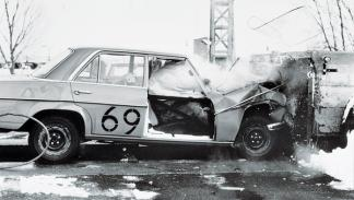 'Crash test' de Mercedes en la década de los 60