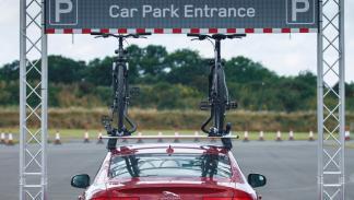 Land-Rover-Overhead-clearance-assist-información-bicicletas