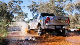 Toyota Hilux récord globo aerostático zaga