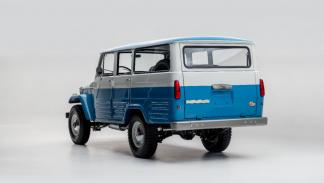land cruiser Capri azul