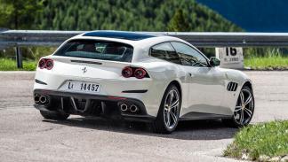 Prueba Ferrari GTC4Lusso trasera escapes