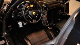 Ferrari Enzo negro brillante