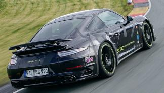 Edo Competition 911 Turbo S Blackburn zaga curva