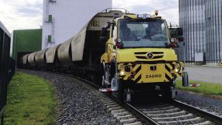 Mercedes Unimog U 426 trabajos ferroviarios delantera