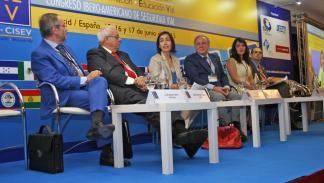 María Seguí en el centro, con José Miguel Báez (presidente de CNAE) y Luis Monto