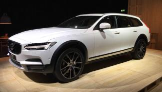 Volvo V90 Cross Country lateral