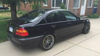 BMW 330i motor V8