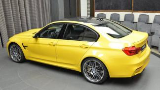 BMW M3 amarillo