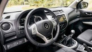 coches franceses éxito estados unidos Renault Alaskan interior