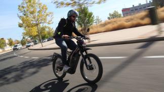 Prueba-Bultaco-Brinco-S-homologada-acción-ciudad