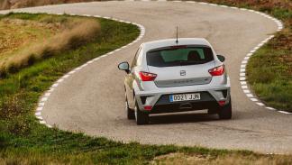 coches-ir-trabajo-divertido-Seat-Ibiza-Cupra-zaga